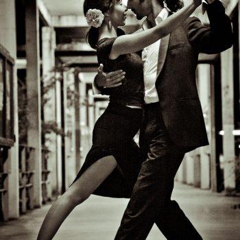 Photo de Ben Iceman dansant avec une jeune femme