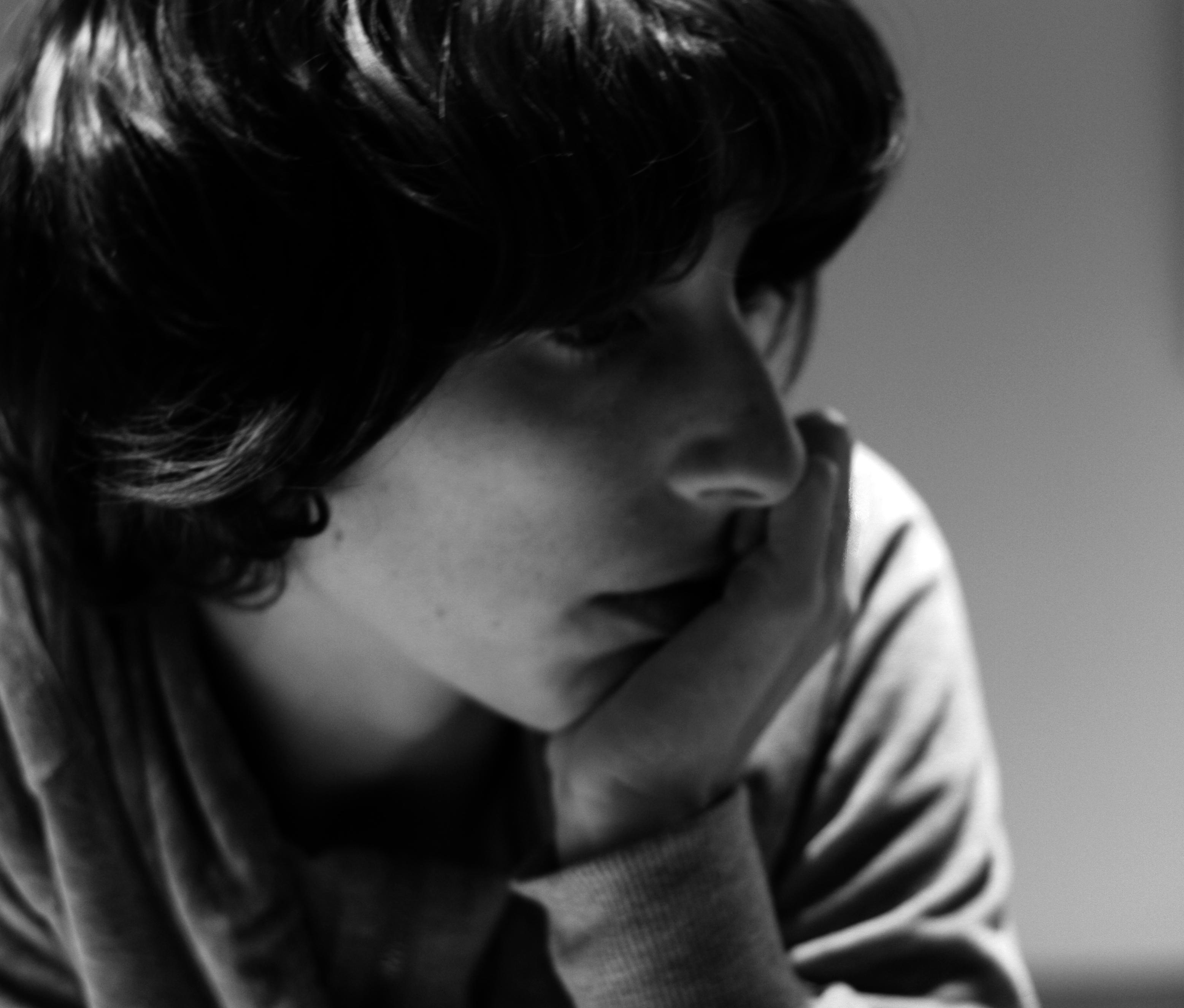 Photo portrait de Nancy Peña en noir et blanc